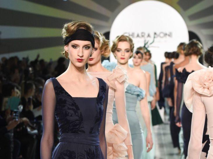 d8d22b996713 TENDENZE FW 2018 2019. Chiara Boni La Petite Robe sceglie una donna  sofisticata come le star degli anni  30 (con due fotogallery)