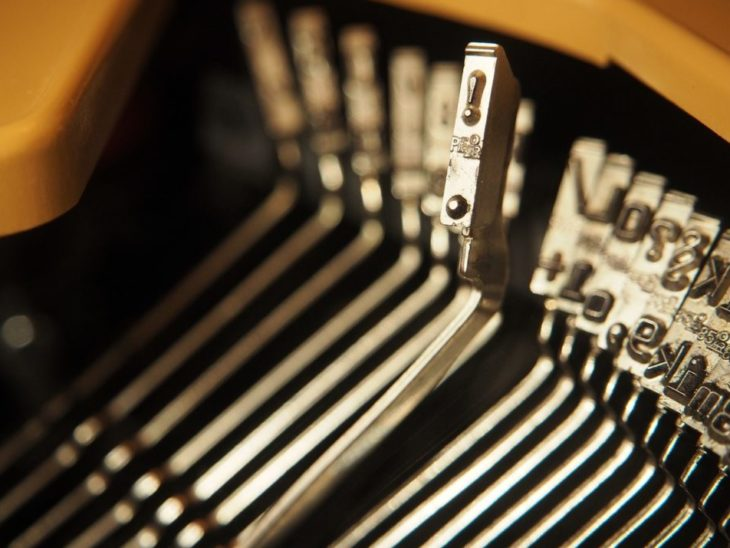 typewriter-2703450_1280