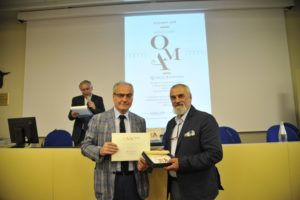 Presidente OMA Barsotti premia l'artigiano calabrese Vincenzo Grenci