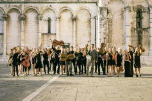 1B1 Orchestra – Piazza San Michele, Lucca – agosto 2016 (foto Peter Adamik)