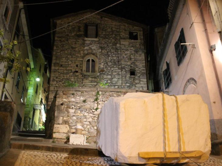 Foto blocco marmo opera lizzatura Torano
