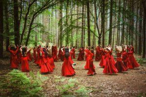 Ivana Caffaratti – Donne che danzano coi lupi8