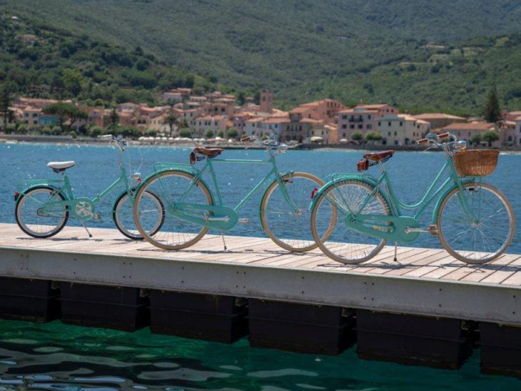 Acqua Dellelba Firma Tre Modelli Di Bicicletta Verde Acqua Come Le