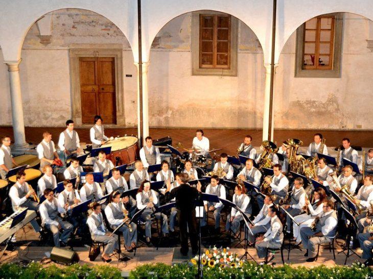 Foto Concerto Filarmonica Chiostro Pietrasanta