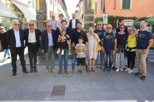 Foto inaugurazione piastra pellegrino di Matteo Castagnini con Sindaco Giovannetti2018