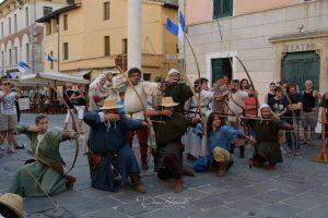 Foto archieri Piazza Duomo Medievale