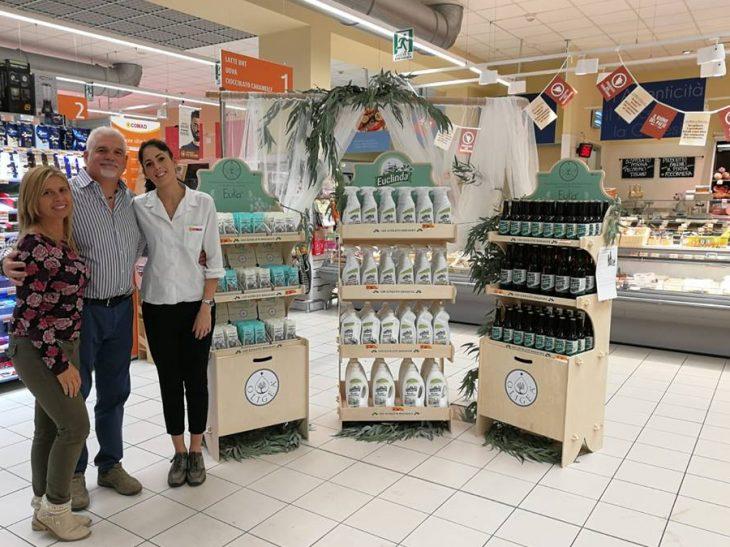 Foto Elena Giannini (a sx) corner shop Versilia