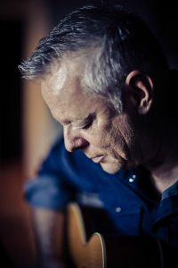Tommy Emmanuel Solo_Promo_Photo_3