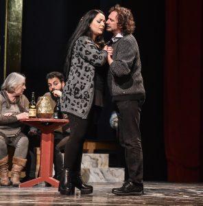 Un momento delle prove di SI al Goldoni (Anastasia Bartoli e Fabio Armiliato)_Foto Bizzi