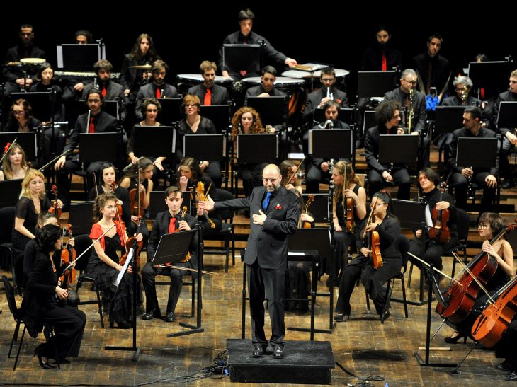 Concerto di Capodanno al Goldoni_L Sbaffi direttore (Foto 3 Bizzi_Archivio Goldoni)