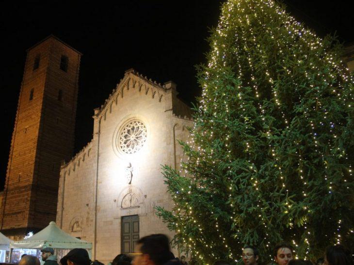 Foto abete di Natale in Piazza Duomo
