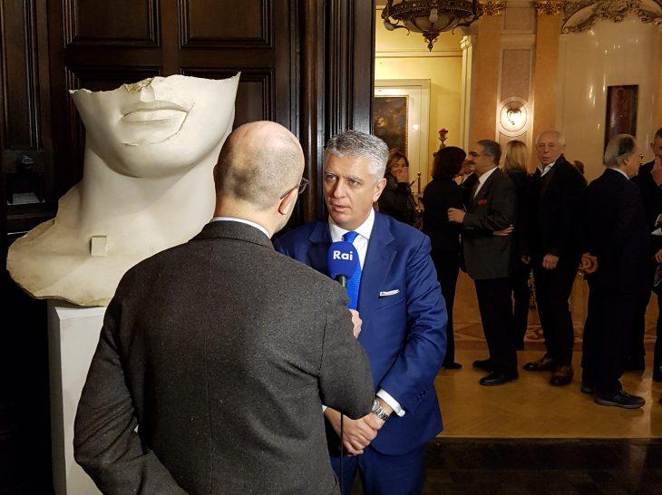 Foto bozzetto Mitoraj Ambasciata d'Italia a Mosca