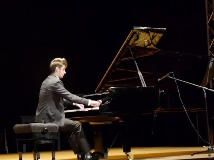 KAMIL PACHOLEC, pianoforte (foto dal web)