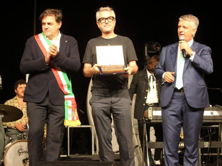 Foto consegna premio speciale ad Alfonso Cuaron