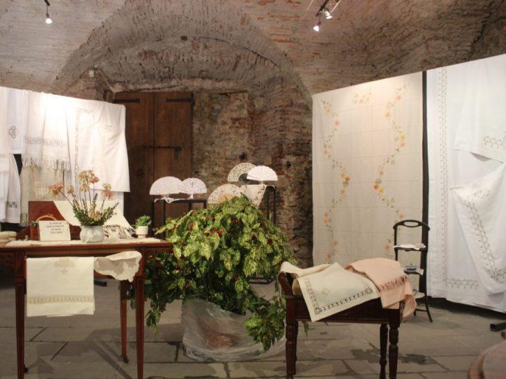 Foto mostra ricamo Pietrasanta