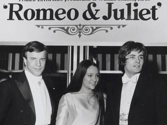 franco-zeffirelli-con-olivia-hussey-e-leonard-whiting–protagonisti-del-film-romeo-giulietta–londra-1968–diritti-fondazione-franco-zeffirelli