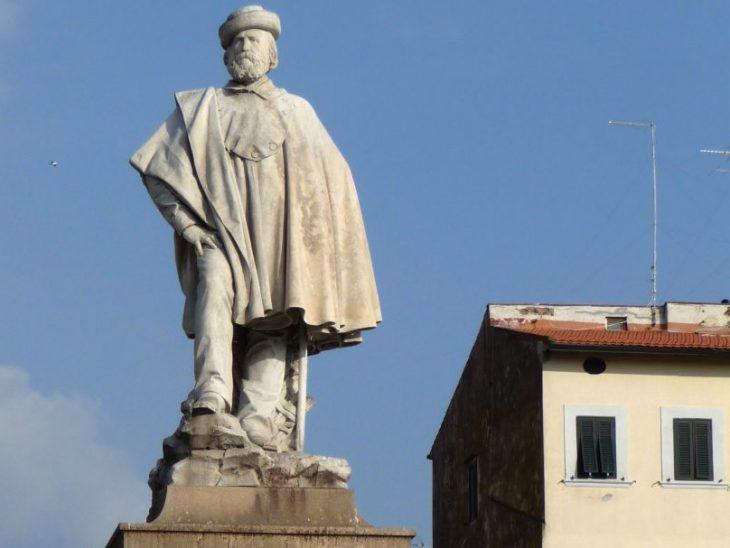 Livorno_Monumento_Garibaldi,_Piazza_Garibaldi_2