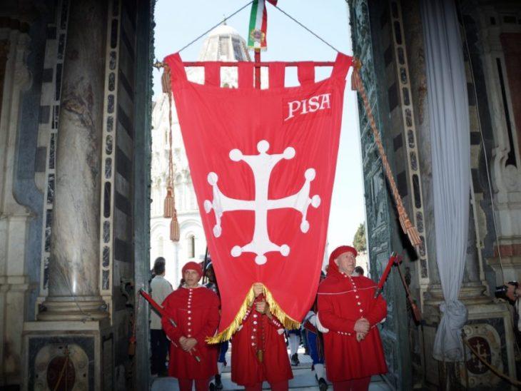 11_Capodanno_pisano_ingresso_in_Duomo