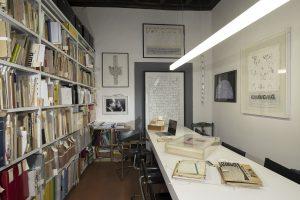 Vista di una sala dell'Archivio Luciano Caruso