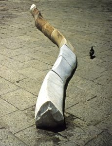 1. H.Nagasawa_Biennale di Venezia 1972_Colonna,1972, marble, 30 x 700 x 30 cm