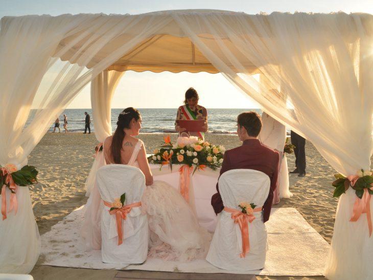 Matrimonio Spiaggia Toscana : Wedding in toscana un seminario a pietrasanta per sviluppare un