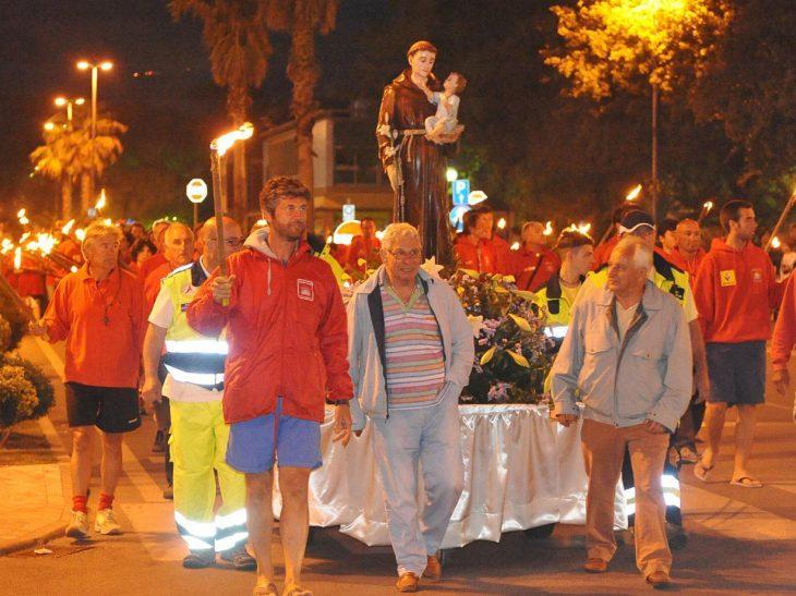 Foto processione bagnini Tonfano