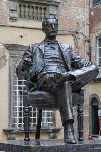 puccini museum statua