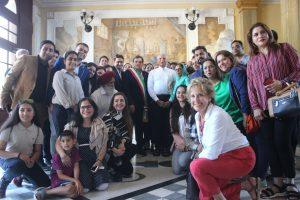 Foto di gruppo delegazione guri indiano Pietrasanta