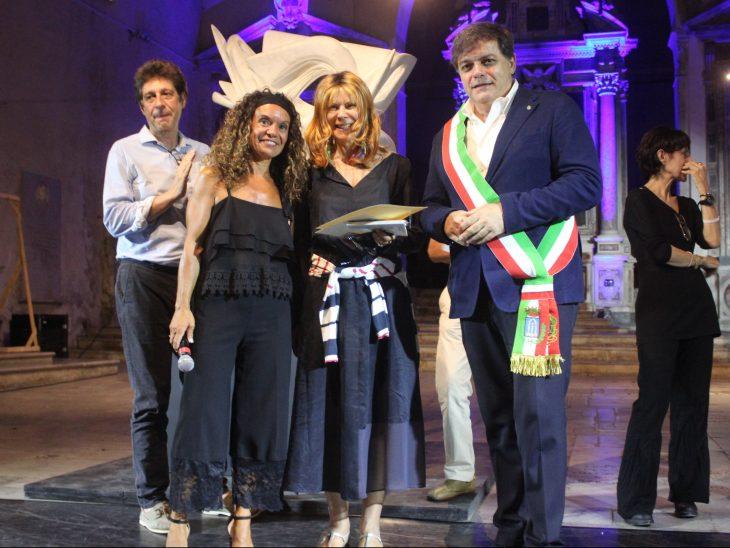 Foto premiazioni Antonella Anedda con Sindaco Giovannetti e Presidente Cipriani