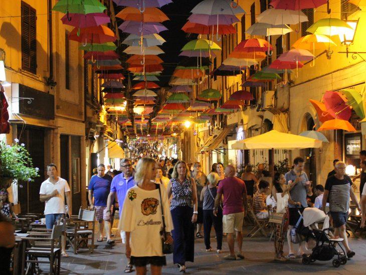 Foto shopping centro storico