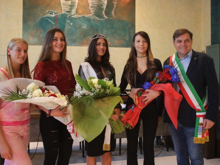 Foto premiazioni Miss Carnevale 2019 con Sindaco Giovannetti