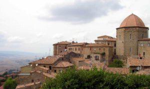 Volterra,_particolare_del_centro_storico