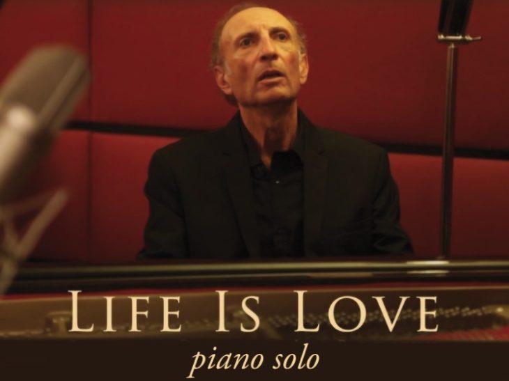 locandina Life is Love