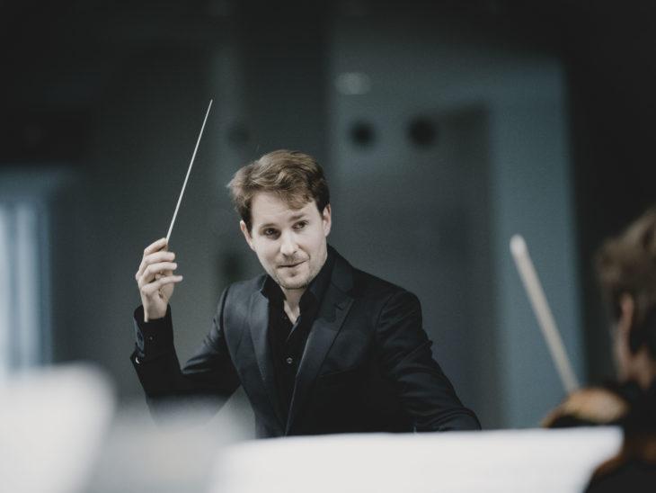 Clemens Schuldt ConductorPhoto: Marco Borggreve