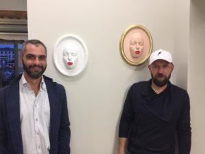 Gli Urban Solid accanto a due loro opere in mostra