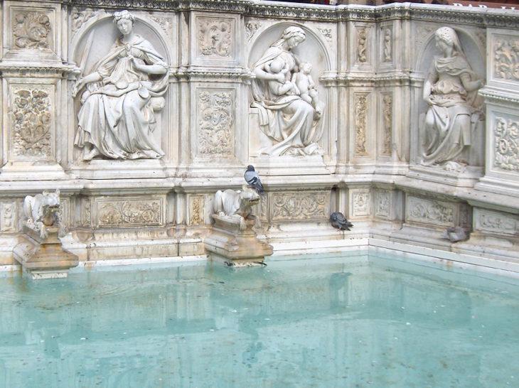 Siena.Campo.Gaia.fountain03