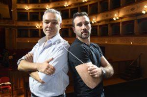 Il regista MASSIMO GASPARON e il direttore d_orchestra JACOPO SIPARI DI PESCASSEROLI al Goldoni durante le prove (Foto A. Bizzi) 2