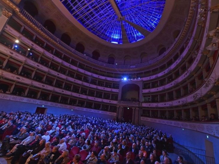 Concerto di Capodanno al Goldoni_Lorenzo Sbaffi direttore (Foto 4 di Augusto Bizzi)