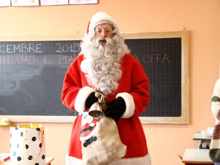 Foto Babbo Natale tra i banchi di scuola 4
