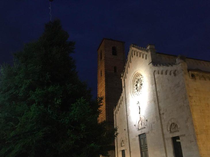 Foto arrivo Albero di Natale in Piazza Duomo 4