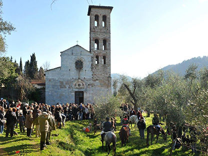 Foto pieve di san giovanni e santa felicita a valdicastello carducci