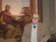Stefano Zamponi di fronte all'affresco raffigurante Boccaccio opera di Pietro Benvenuti nella Casa di Boccaccio – IMG_5848