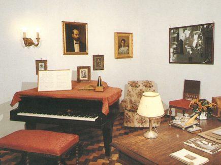 Villa Cilea studio con pianoforte