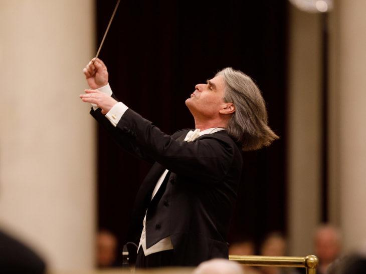 Ion Marin with St. Petersburg Philharmonia_Credits STAS LEVSHIN (16)