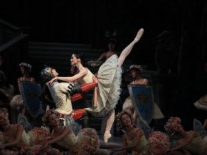 Raymonda-al centro O.Novikova F. Vogel – ph Brescia-Amisano Teatro alla Scala 155_IMG_5900