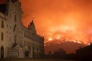 237108 0014 4447919 Calci (PI), incendio doloso minaccia la Certosa e devasta il Monte Serra 2018 09 25 © Massimo Sestini